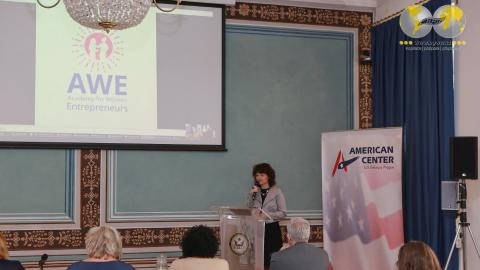 HR News: Cenu za Nejlepší projekt v rámci Akademie pro začínající podnikatelky (AWE) získala Helena Bartošová a její Filharmoniště